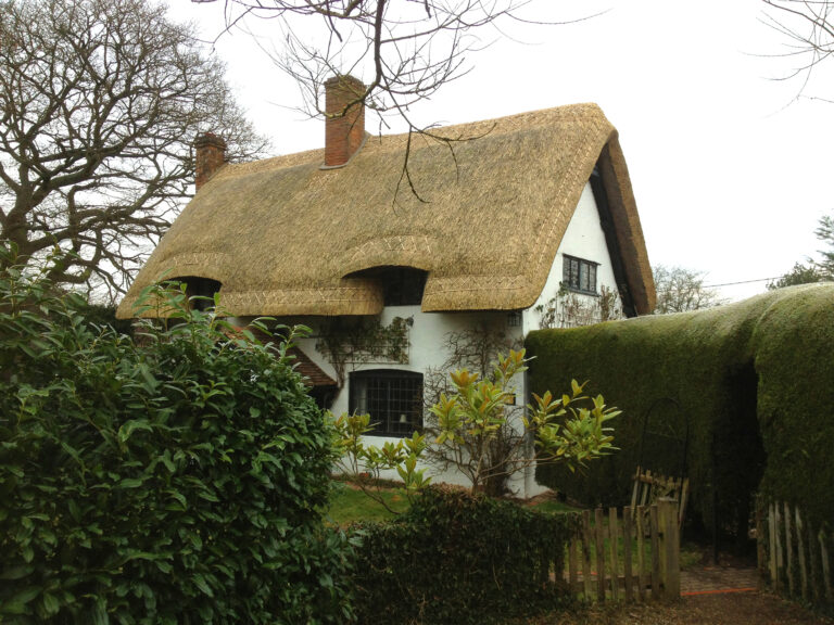 Master Thatchers in Kent - Stunning Thatched Roof 2